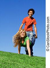 accampamento estate, corsa, adolescenti, carriola, gioco