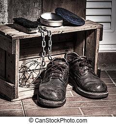 accidentato, scarpe