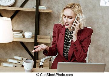 affari donna, momenti, risolvere, telefono, bello, chiamata, attivo, durante