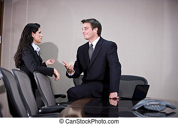 affari esecutivi, giovane, boardroom, conversare