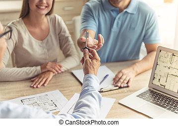agente immobiliare, coppia, visitare