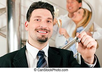 agente immobiliare, dare, coppia, appartamento, chiavi