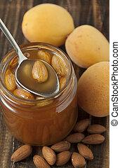 albicocca, marmellata, almonds.