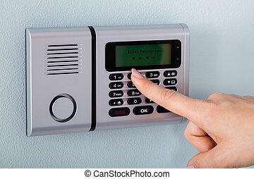 allarme, mano, persona, usando, sicurezza casa