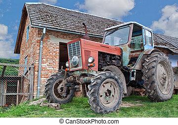 anticaglia, trattore azienda agricola, village.
