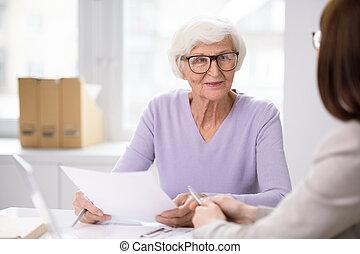 anziano, ascolto, agente, forma, sorridente, assicurazione, lei, cliente, femmina