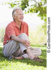 anziano, fuori, equipaggi seduta
