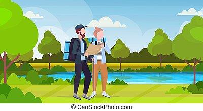 appartamento, donna, concetto, tracciato, fondo, andando gita, mappa, viaggiatori, viaggiare, escursionisti, lunghezza, pianificazione, pieno, presa a terra, escursione, orizzontale, fiume, zaini, coppia, paesaggio, uomo