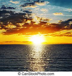 arancia, acqua, sopra, oscurarsi, tramonto