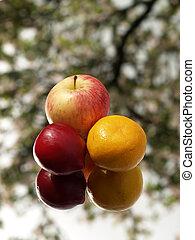 arancia, prugna, mela, re