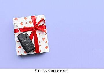 arco, regalo, imporpori cima, chiave, nastro, vista., dare, cuore, concetto, presente, scatola, colorato, automobile, sfondo rosso