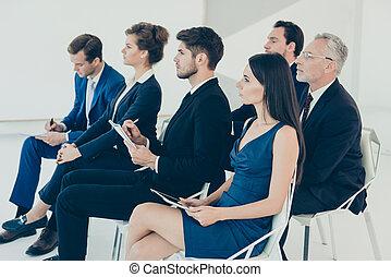 ascolto, persone affari, ditta, concentrati, giovane, relazione, circa