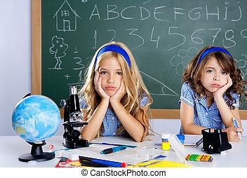 aula, bambini scuola, studente, scrivania, annoiato