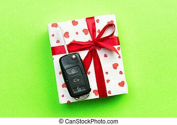 automobile, cima, colorato, regalo, cuore rosso, fondo, presente, chiave, verde, vista., concetto, dare, arco, scatola, nastro