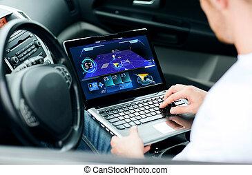 automobile, computer portatile, usando, navigazione, uomo