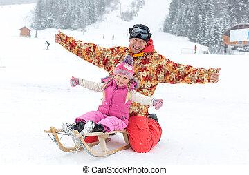 babbo, figlia, inverno, seduta, slitta, proposta