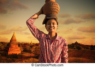 bagan, otri, portante, tradizionale, contadino, felice, raccogliere, indietro, asiatico, casa, myanmar