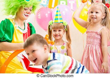 bambini, gruppo, pagliaccio, giocondo, festa compleanno