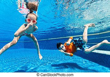 bambini, swimming subacqueo