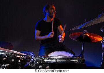 barbuto, plaing, seduta, uomo, bello, tamburino, tamburi