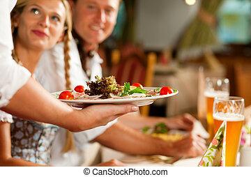 bavarese, servire, cameriera, ristorante