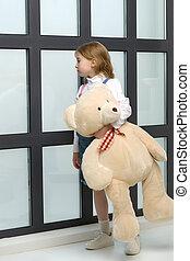 bear., teddy, ragazza, abbraccia, leva piedi, finestra, poco