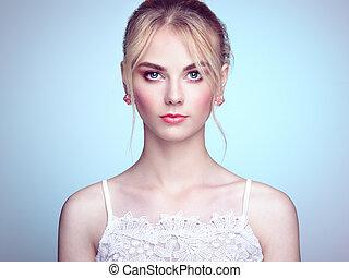 bella donna, giovane, capelli foggiano, biondo, ritratto