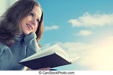bella donna, seduta, cielo, giovane, mentre, finestra, libro, tramonto, lettura