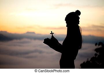 bella donna, silhouette, sopra, cielo, croce, fondo, pregare