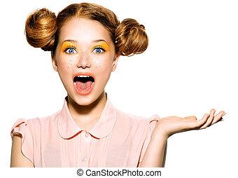 bello, adolescente, freckles, trucco, giallo, ragazza, gioioso