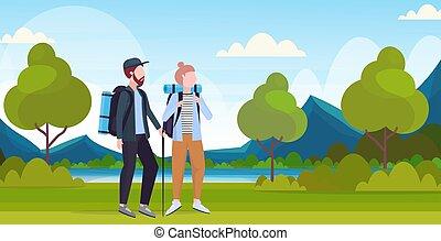 bello, appartamento, escursionismo donna, montagne, viaggiatori, coppia, trekking, escursionisti, lunghezza, concetto, pieno, bastone, fondo, escursione, orizzontale, fiume, zaini, turisti, paesaggio, uomo