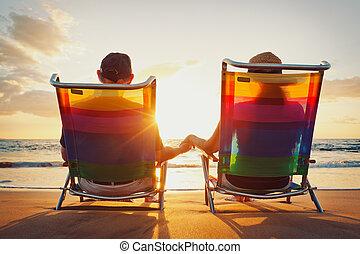 bello, coppia romantica, tramonto, godere, spiaggia, felice