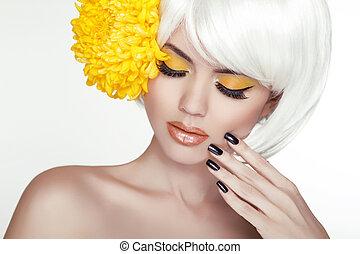 bello, perfetto, donna, femmina, lei, bellezza, face., trucco, fondo, isolato, giallo, manicured, flowers., toccante, fresco, biondo, terme, skin., ritratto, bianco, nails.