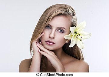 bello, ritratto, donna, giovane, fiore