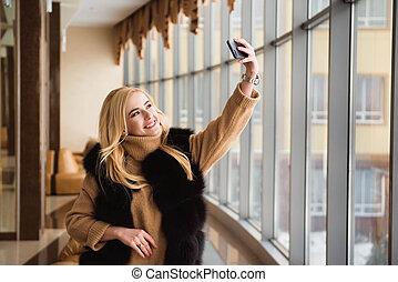 bello, selfie, biondo, finestra, ragazza