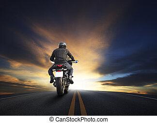 bello, uso, asfalto, cielo grande, giovane, motocycle, alto, contro, tema, bicicletta, fosco, modo, motociclista, sentiero per cavalcate, uomo, viaggio, viaggiare