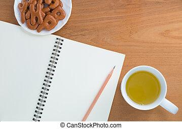 bevanda, spuntino, quaderno, matita, vuoto