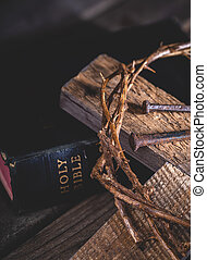 bibbia, spine, corona, croce, santo