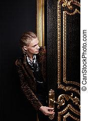 black-gold, porta, uomo