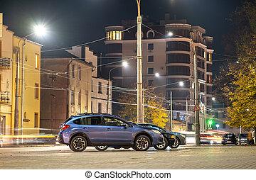 blu, illuminato, strada, città, automobile, night., parcheggiato, brillantemente