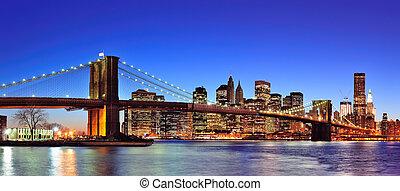 blu, ponte, est, illuminato, città, panorama, sopra, crepuscolo, brooklyn, manhattan, centro, sky., orizzonte, york, nuovo, fiume, chiaro