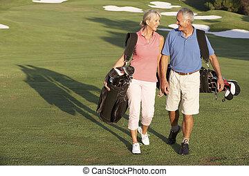 borse, camminare, golf, coppia, corso, portante, lungo, anziano