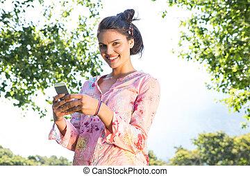 brunetta, sorridente, macchina fotografica, carino