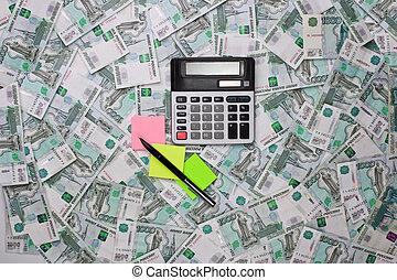 calcolatrici, soldi, adesivi, sfondo colorato