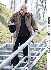 camminare, depresso, giù, indossare, sporco, scale, homeless., uomo