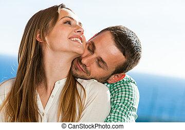 carino, coppia, giovane, hugging.