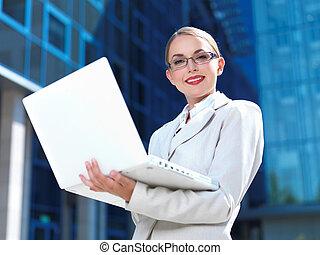 carino, esterno, donna d'affari, affari, costruzione, attraente, professionale, lavoro, moderno, ufficio, successo, lavoro, occupazione, moderno, computer, bello, affari, bello, femmina, caucasico, ragazza, esecutivo, intelligente, titolo, carriera, far male, condottiero, tendenza, corporativo, keywords, riuscito, bellezza, giovane, esterno, schermo, esterno, laptop, standing, fiducioso, futuro, sorriso, ceo, città, blu, donna, costruzione, finanziario, didascalia, socio, felice, completo, tecnologia, consulente, esposizione, finanza, direzione