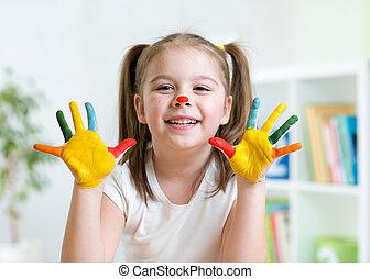 carino, lei, dipinto, esposizione, bambino, colori luminosi, mani, capretto