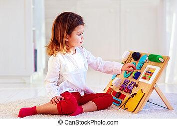 carino, occupato, colorito, legno, detenere, bambino, asse, divertimento, ragazza, gioco