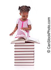 carino, poco, persone, -, bianco, libro, isolato, americano, sfondo nero, africano, lettura ragazza, bambini